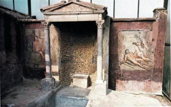 Обеденная комната в одном из домов в Помпеях